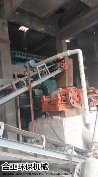 巩义五耐四厂耐火材料除尘器安装现场