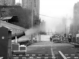10台除尘雾炮机为施工护驾